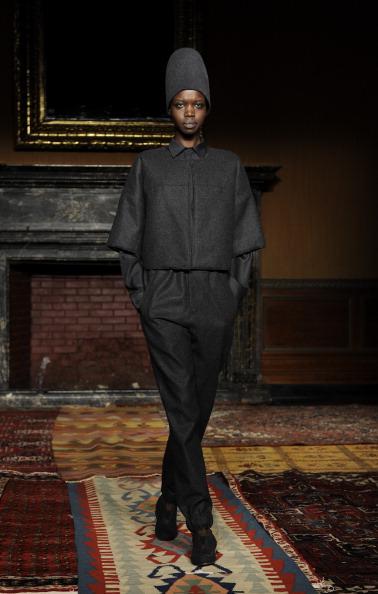 Black Jacket「Tia Cibani - Runway - Mercedes-Benz Fashion Week Fall 2014」:写真・画像(16)[壁紙.com]