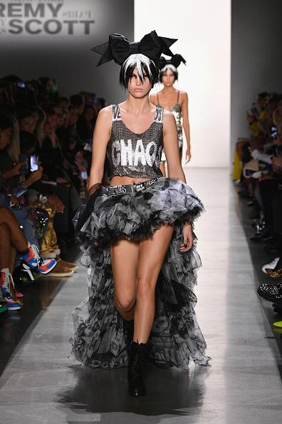 Scooped Neck「Jeremy Scott - Runway - February 2019 - New York Fashion Week: The Shows」:写真・画像(15)[壁紙.com]