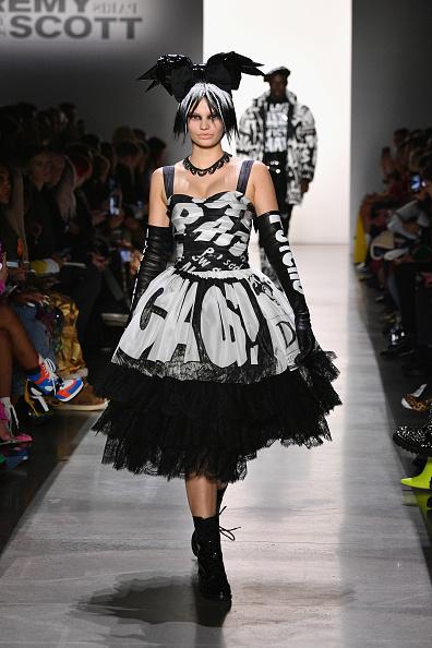 Evening Glove「Jeremy Scott - Runway - February 2019 - New York Fashion Week: The Shows」:写真・画像(19)[壁紙.com]