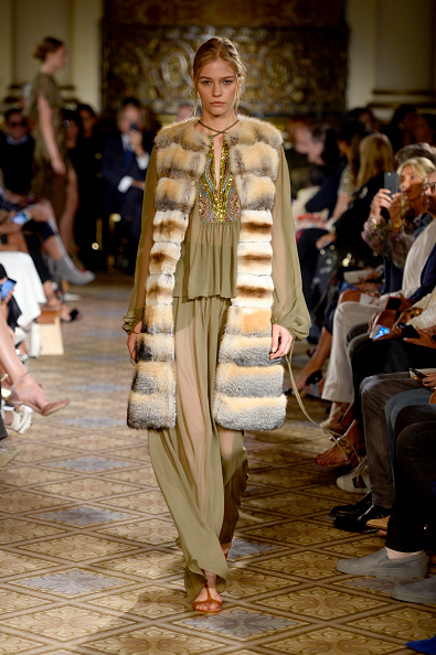 Multi Colored Coat「Dennis Basso - Runway - September 2017 - New York Fashion Week: The Shows」:写真・画像(6)[壁紙.com]