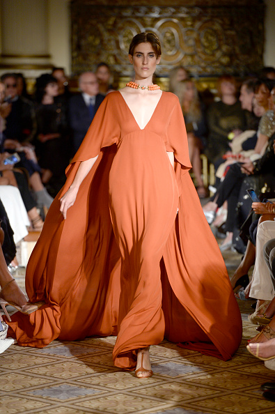 Orange Dress「Dennis Basso - Runway - September 2017 - New York Fashion Week: The Shows」:写真・画像(18)[壁紙.com]