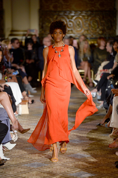 Orange Dress「Dennis Basso - Runway - September 2017 - New York Fashion Week: The Shows」:写真・画像(17)[壁紙.com]