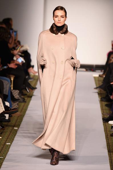 ミッドタウンマンハッタン「Dennis Basso - Runway - February 2019 - New York Fashion Week」:写真・画像(12)[壁紙.com]