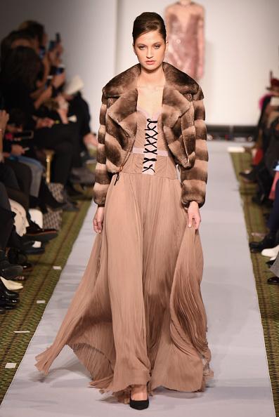 ミッドタウンマンハッタン「Dennis Basso - Runway - February 2019 - New York Fashion Week」:写真・画像(10)[壁紙.com]