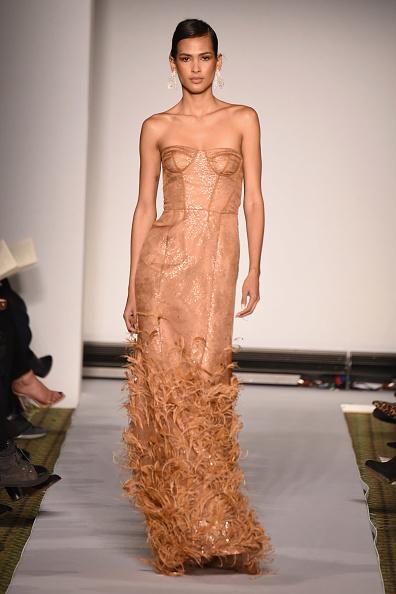 ミッドタウンマンハッタン「Dennis Basso - Runway - February 2019 - New York Fashion Week」:写真・画像(11)[壁紙.com]