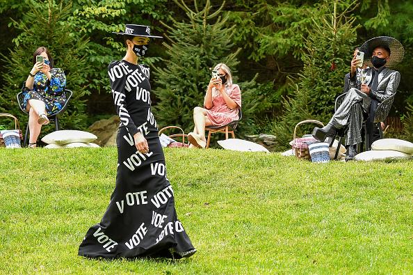 Fashion show「Christian Siriano Collection 37 2020 Fashion Show - Runway」:写真・画像(10)[壁紙.com]