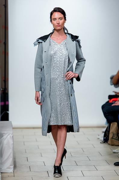 Vネック「J Song Way - Presentation - September 2017 - New York Fashion Week」:写真・画像(14)[壁紙.com]