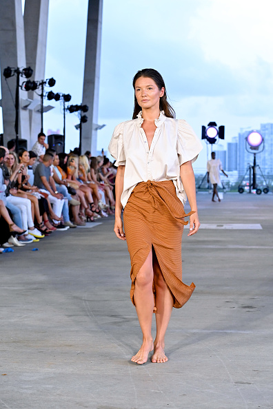 Blouse「Acacia Resort 2020 Runway Show - Paraiso Miami Beach」:写真・画像(8)[壁紙.com]