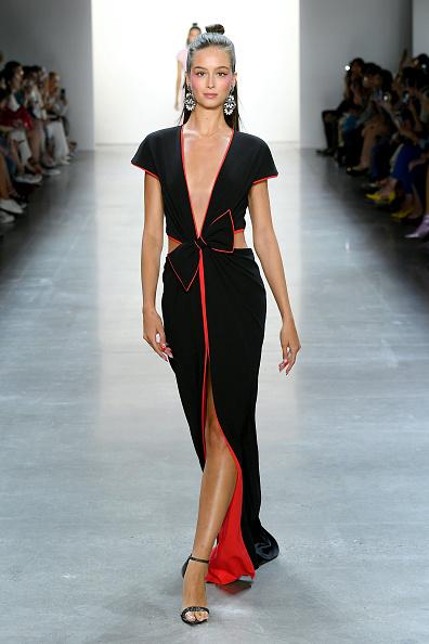 Spring Collection「Tadashi Shoji Spring Summer 2020 - Runway - New York Fashion Week: The Shows」:写真・画像(19)[壁紙.com]