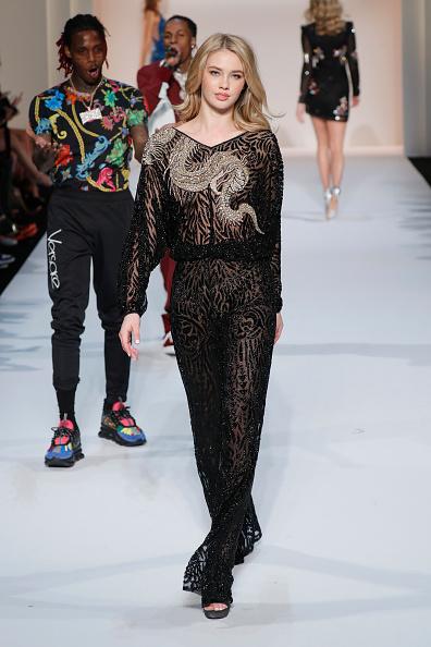 Appliqué「Sherri Hill New York Fashion Week February 2019 - Runway」:写真・画像(10)[壁紙.com]