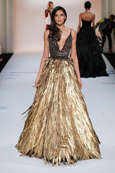 Gold Colored「Sherri Hill New York Fashion Week February 2019 - Runway」:写真・画像(17)[壁紙.com]