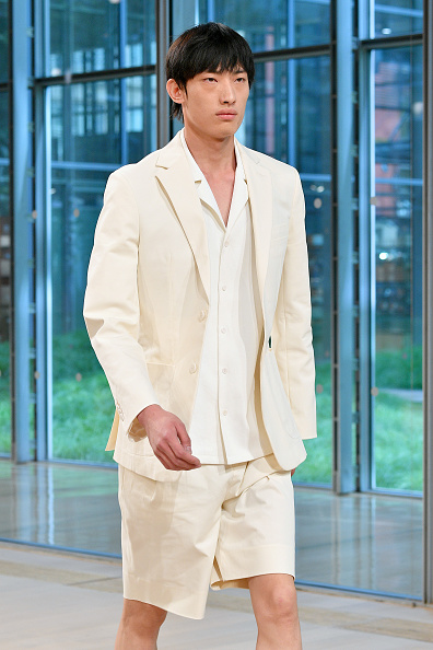 Cream Colored Shorts「Tibi - Runway - September 2019 - New York Fashion Week」:写真・画像(10)[壁紙.com]