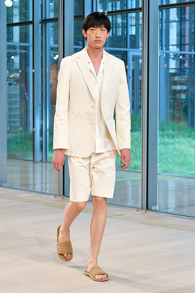 Cream Colored Shorts「Tibi - Runway - September 2019 - New York Fashion Week」:写真・画像(11)[壁紙.com]