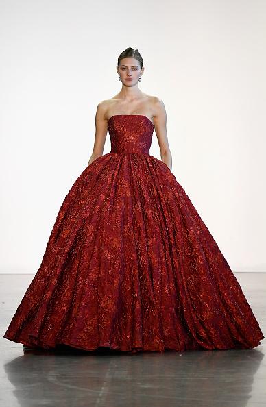 Bustier Dress「Badgley Mischka - Runway - February 2018 - New York Fashion Week: The Shows」:写真・画像(1)[壁紙.com]