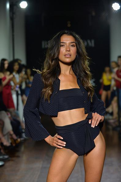 Fully Unbuttoned「Bikini.com X newMARK Models - Runway - Paraiso Fashion Fair」:写真・画像(6)[壁紙.com]