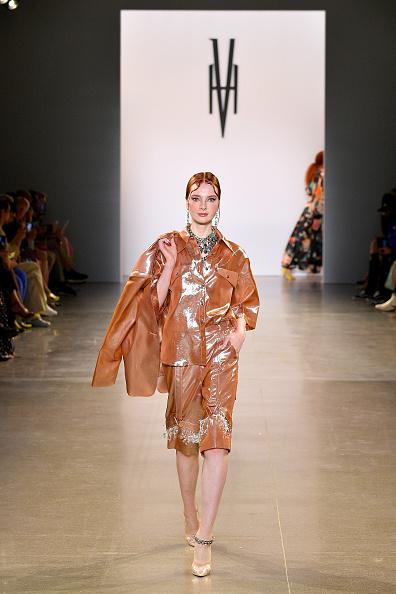 Metallic Shorts「Victoria Hayes Spring/Summer 2020 - Runway」:写真・画像(7)[壁紙.com]