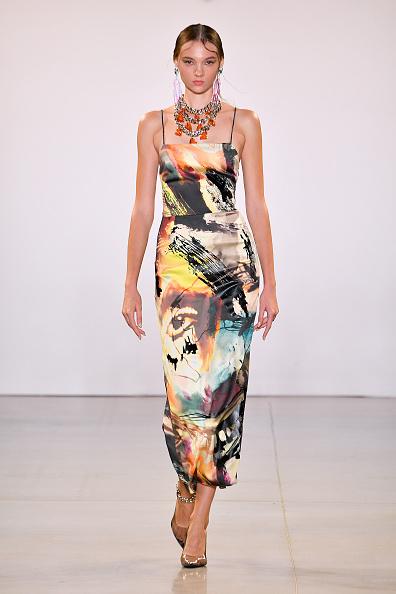 Square Neckline「Victoria Hayes Spring/Summer 2020 - Runway」:写真・画像(9)[壁紙.com]