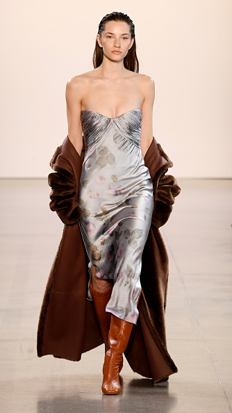 Catwalk - Stage「Alejandra Alonso Rojas - Runway - February 2020 - New York Fashion Week: The Shows」:写真・画像(15)[壁紙.com]