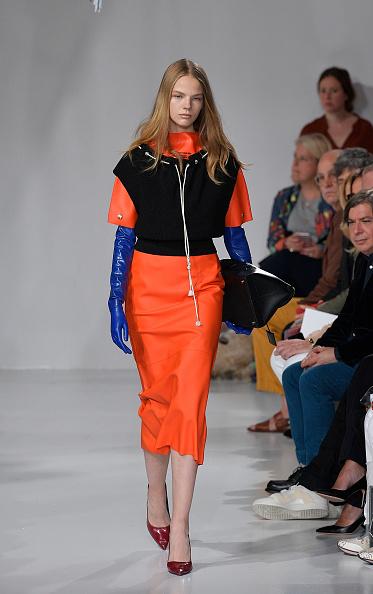 Glove「Calvin Klein Collection - Runway - September 2017 - New York Fashion Week」:写真・画像(3)[壁紙.com]