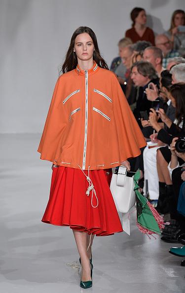 赤「Calvin Klein Collection - Runway - September 2017 - New York Fashion Week」:写真・画像(1)[壁紙.com]