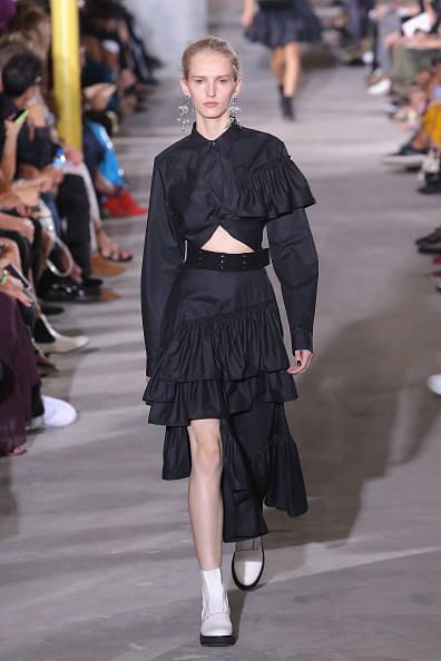 Ruffled Shirt「3.1 Phillip Lim - Runway - September 2017 - New York Fashion Week」:写真・画像(2)[壁紙.com]