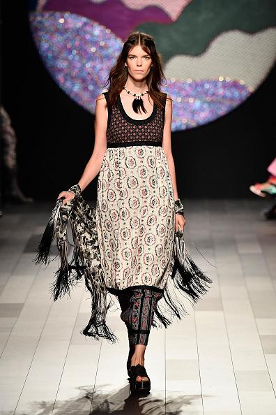 Sleeveless「Anna Sui - Runway - September 2017 - New York Fashion Week: The Shows」:写真・画像(2)[壁紙.com]