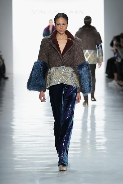Diamond Pattern「Son Jung Wan - Runway - February 2017 - New York Fashion Week: The Shows」:写真・画像(3)[壁紙.com]
