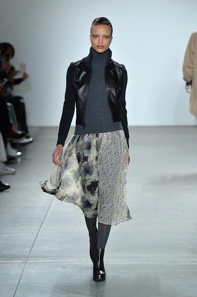 Gray Skirt「Verdad - Runway - February 2017 - New York Fashion Week」:写真・画像(5)[壁紙.com]
