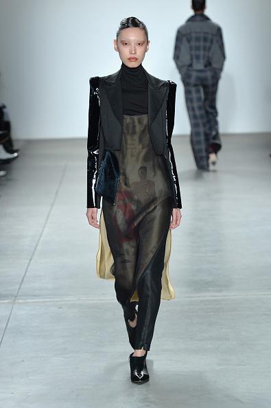 Dress Over Pants「Verdad - Runway - February 2017 - New York Fashion Week」:写真・画像(8)[壁紙.com]