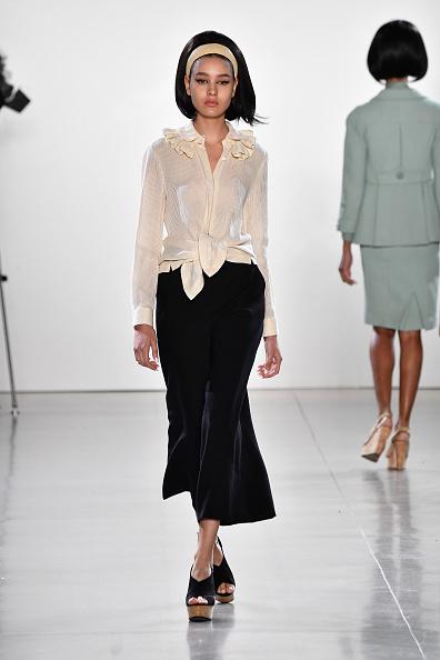 Ruffled Shirt「Chocheng - Runway - September 2018 - New York Fashion Week: The Shows」:写真・画像(9)[壁紙.com]