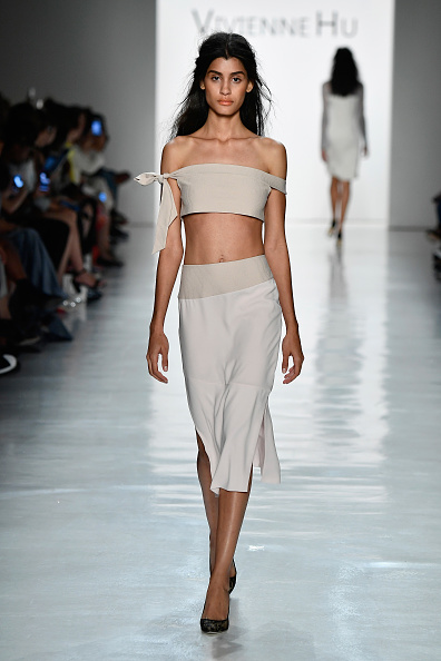 Gray Skirt「Vivienne Hu Spring/Summer 2018 New York Fashion Week Runway Show」:写真・画像(1)[壁紙.com]