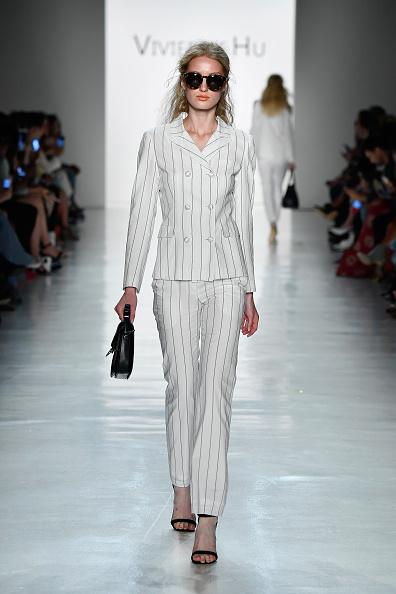 White Blazer「Vivienne Hu Spring/Summer 2018 New York Fashion Week Runway Show」:写真・画像(4)[壁紙.com]