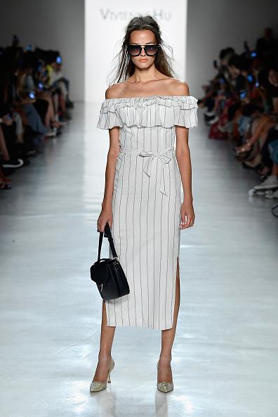 サングラス「Vivienne Hu Spring/Summer 2018 New York Fashion Week Runway Show」:写真・画像(9)[壁紙.com]