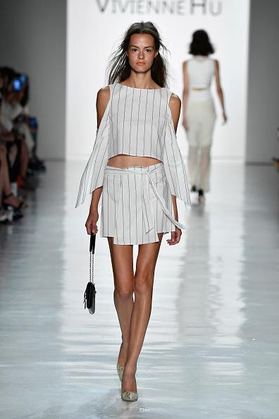White Skirt「Vivienne Hu Spring/Summer 2018 New York Fashion Week Runway Show」:写真・画像(4)[壁紙.com]