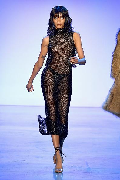ニューヨークファッションウィーク「Laquan Smith - Runway - February 2018 - New York Fashion Week: The Shows」:写真・画像(10)[壁紙.com]