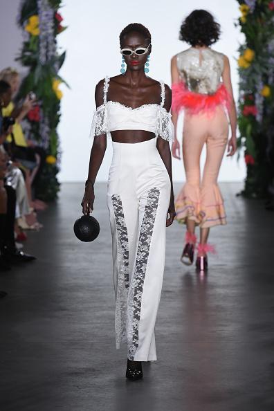 Sphere「Nina Tiari - Presentation - September 2017 - New York Fashion Week: First Stage」:写真・画像(8)[壁紙.com]