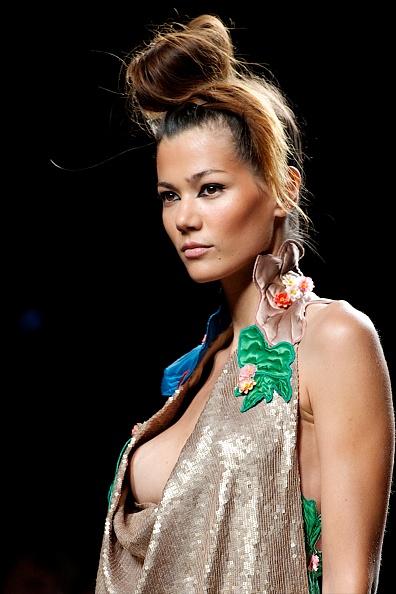 Madrid「Mercedes Benz Fashion Week Madrid S/S 2013 - Victorio & Lucchino」:写真・画像(1)[壁紙.com]