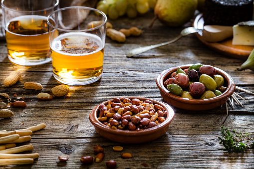 Tapas「Olives, peanuts and beer shot on rustic wooden table」:スマホ壁紙(9)