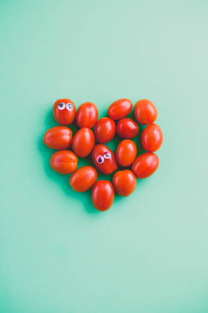 Plum tomatoes with googly eyes in a heart shape:スマホ壁紙(壁紙.com)