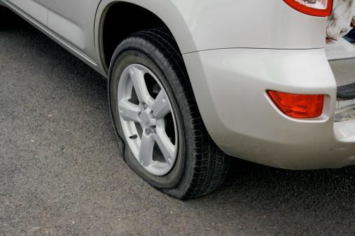 Broken「flat tire」:スマホ壁紙(16)