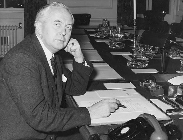 George Freston「Wilson At Desk」:写真・画像(3)[壁紙.com]