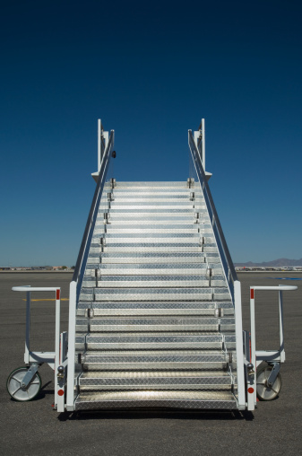 Convenience「Airplane staircase on tarmac」:スマホ壁紙(6)