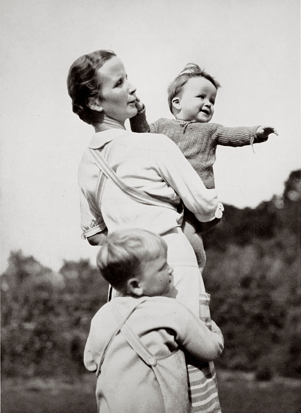 Perfection「A Happy Mother A National Socialist Ideal' Germany 1936」:写真・画像(7)[壁紙.com]