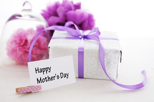 母の日「幸せな母の日、ギフトボックス、紙のポンポンポンズ」:スマホ壁紙(4)