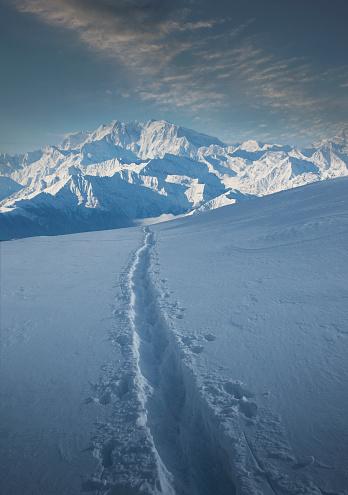 Pennine Alps「Tracks through snow by Monte Rosa in Piedmont, Italy」:スマホ壁紙(5)
