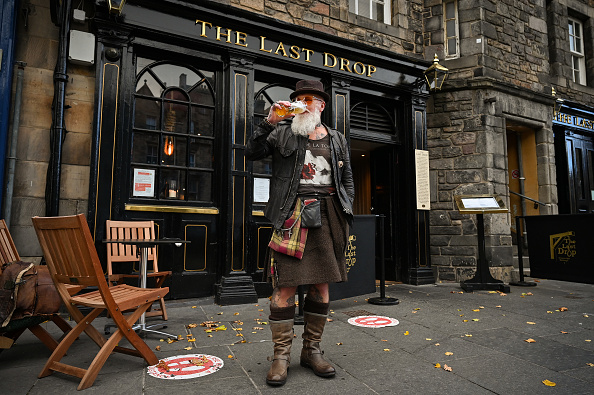Scotland「Pubs And Restaurants To Close In Central Scotland To Curb Covid-19」:写真・画像(19)[壁紙.com]
