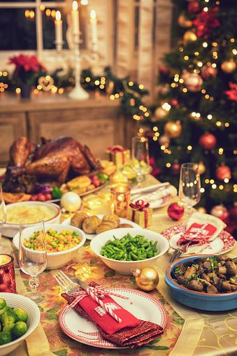 Stuffed Turkey「Festive Place Setting with Christmas Decorations」:スマホ壁紙(4)
