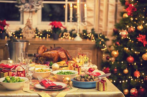 Stuffed Turkey「Festive Place Setting with Christmas Decorations」:スマホ壁紙(8)