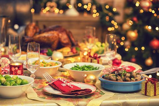 Stuffed Turkey「Festive Place Setting with Christmas Decorations」:スマホ壁紙(9)