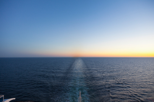 On The Move「Baltic Sea, Cruise ship travelling between Russia and Finland」:スマホ壁紙(11)